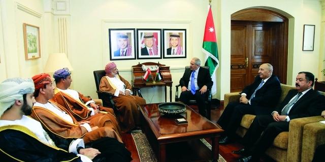 """وزير خارجية عُمان يبحث مع نظيره الأردني """"قضايا المنطقة"""""""