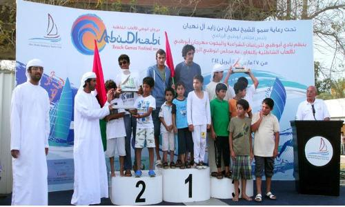 نادي أبوظبي يقيم سباق القوارب الشراعية فئة 22 قدم
