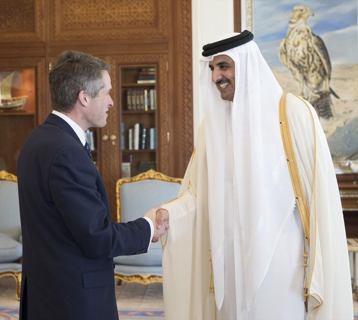أمير قطر يبحث مع وزير الدفاع البريطاني التعاون العسكري
