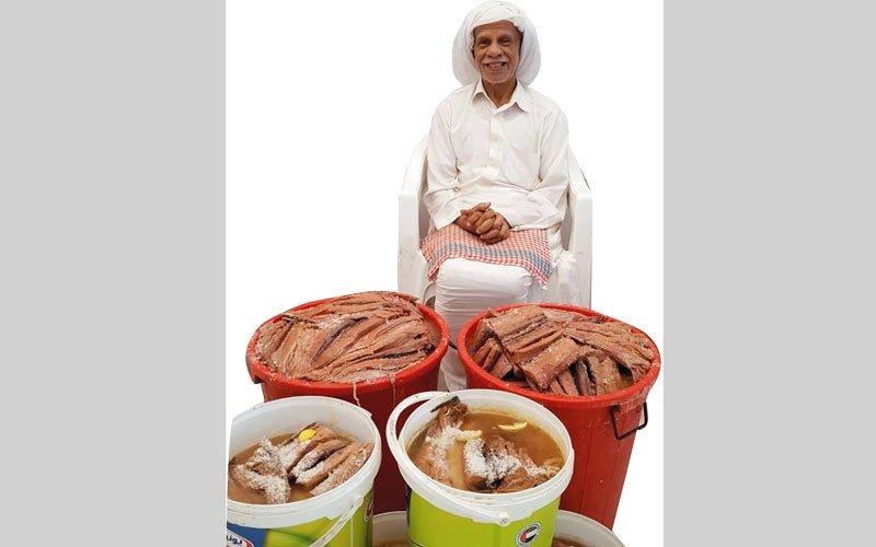 الشحي.. المواطن الوحيد بسوق السمك في رأس الخيمة