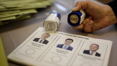 الأتراك يدلون بأصواتهم في انتخابات الرئاسة والكفة تميل لأردوغان
