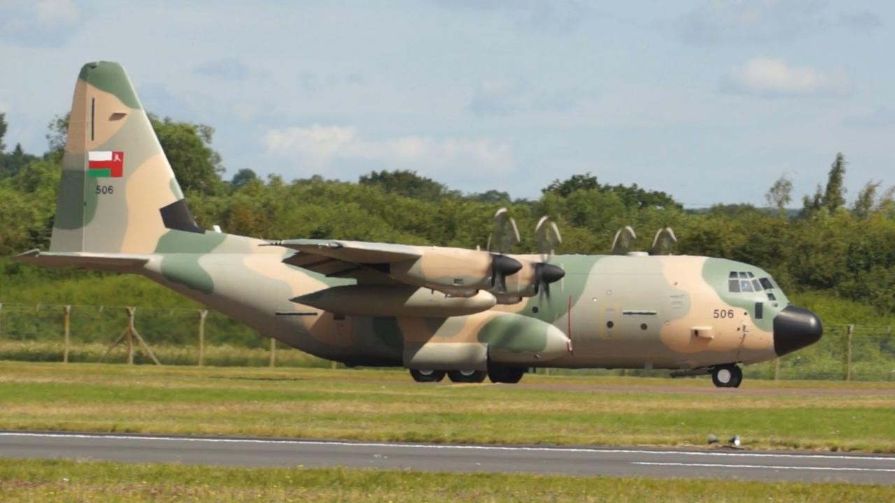طائرة عسكرية عمانية تجلي 3 أمريكيين من صنعاء إلى مسقط