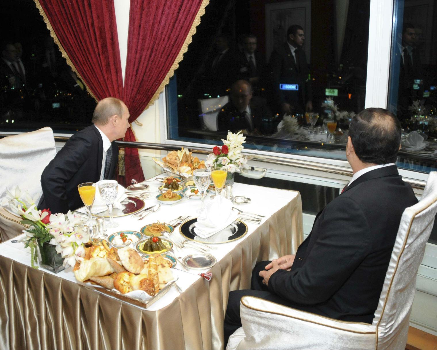 تقرير للإندبندنت يرصد فضائح زيارة بوتين للقاهرة