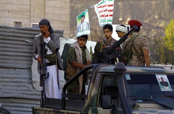 الحوثيون يعلنون استعادة أحياء ومعسكرات بصنعاء من يد المخلوع