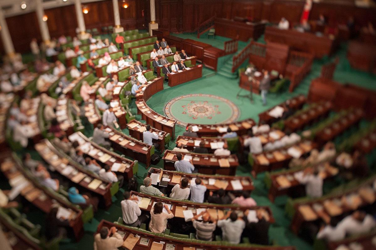 """البرلمان التونسي يصادق على قانون """"المصالحة"""" المثير للجدل"""