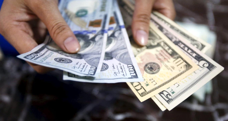 مستثمرون أفراد يتجهون إلى سوق العملات وسط تحذيرات من المخاطرة