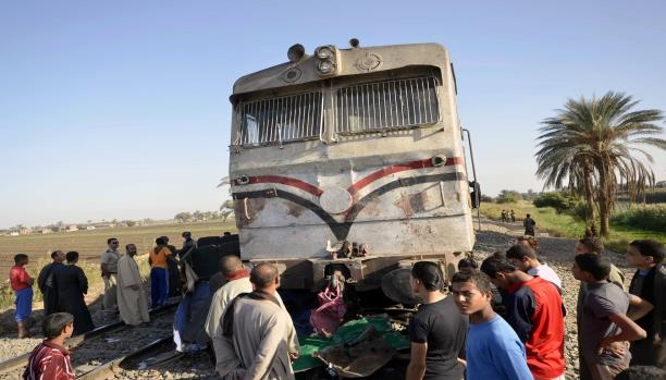 مصر: قتلى وجرحى في حادث تصادم حافلة طلاب بقطار