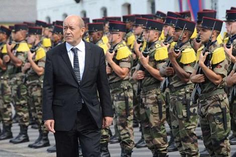 """وزير الدفاع الفرنسي يصل الإمارات لبحث لتحالف الدولي ضد """"داعش"""""""