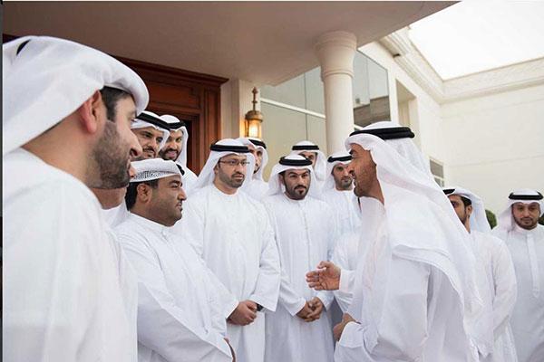 """محمد بن زايد يستقبل موظفي """"أبوظبي للأنظمة الإلكترونية"""""""