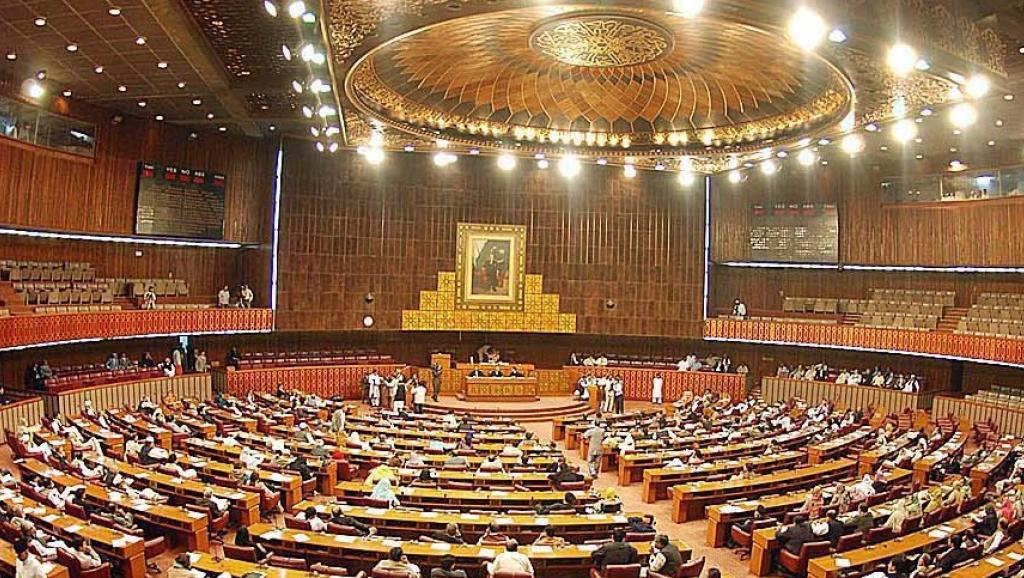 البرلمان الباكستاني.. حياد في عاصفة الحزم والتزام بحماية أمن السعودية