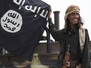 """قاعدة اليمن تناصر """"تنظيم الدولة"""" ولا تبايعه"""