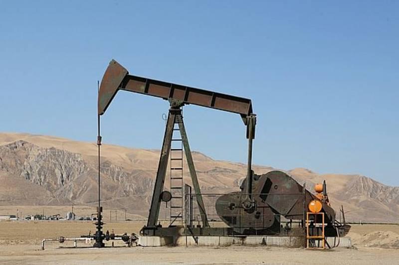 """""""الطاقة الدولية"""" تتوقع أن يصل النفط إلى 80 دولاراً في 2020"""