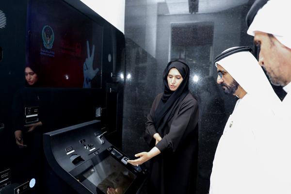 محمد بن راشد يدشّن مركزا للشرطة الذكية