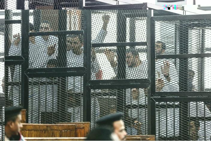 نشطاء: 20 ألف معتقل أضربوا عن الطعام بسجون مصر