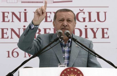 أردوغان يدين حكم إعدام مرسي وينتقد ازدواجية الغرب إزاء السيسي