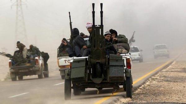 """محدث..مقتل قياديين من """"فجر ليبيا"""" بإسقاط مروحيتهم بإطلاق نار"""