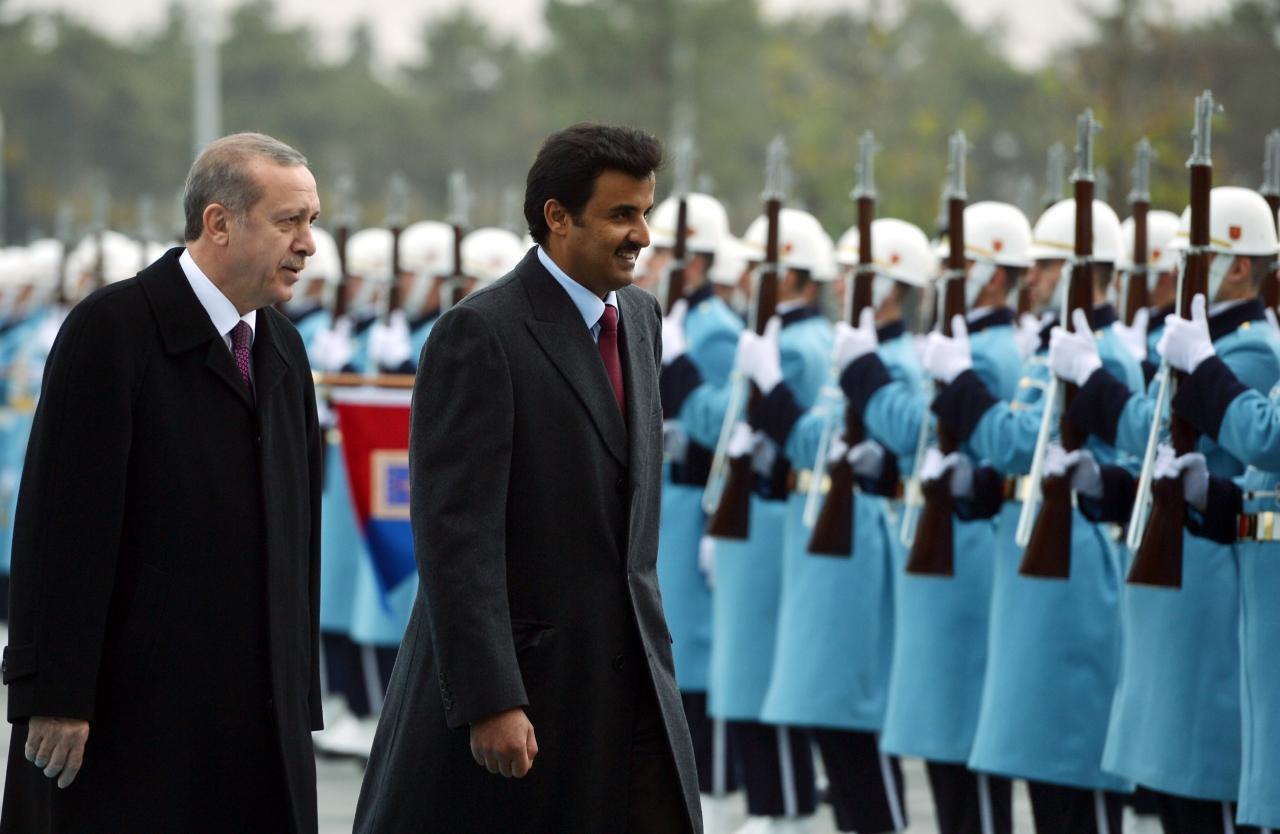 """أمير قطر يلتقي أردوغان في زيارة """"مفاجأة"""" لأنقرة"""