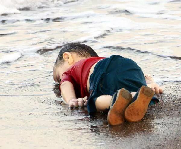 جثة الطفل السوري الغريق تهز ضمير العالم وتثير الغضب