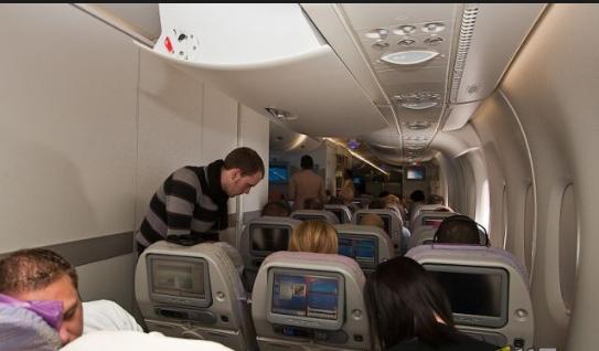 طيران الإمارات أول شركة في العالم تقدم وصفاً سمعياً للأفلام