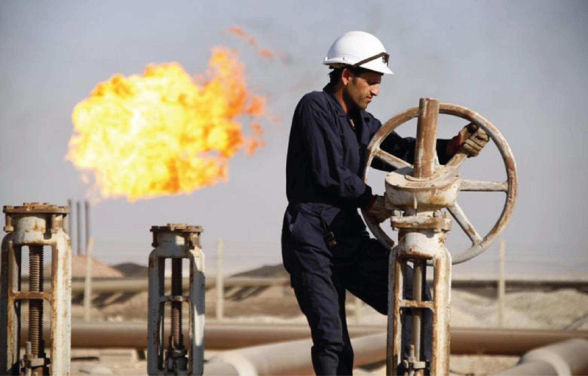 النفط ينخفض بفعل القلق بشأن وفرة الامدادات
