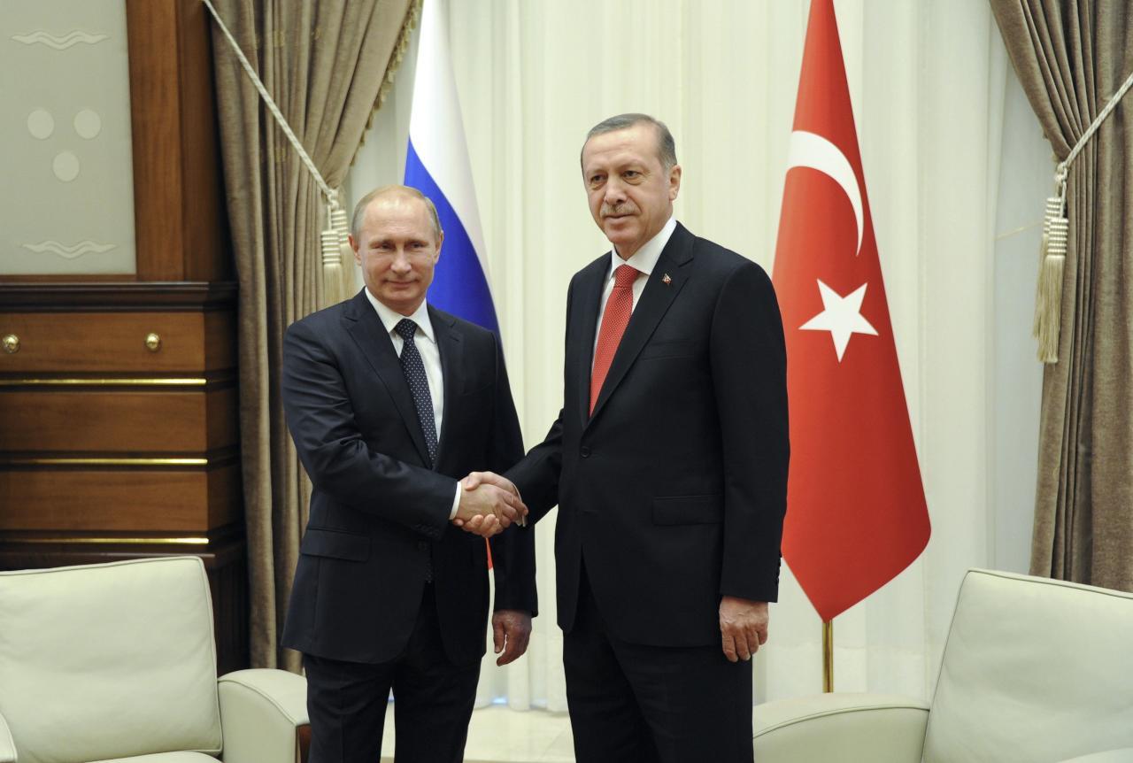 """بوتين يعزي أردوغان بضحايا اعتداء """"أتاتورك"""" ويعتبر الخلاف منتهيا"""