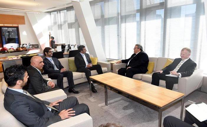 عبد الله بن زايد يجري مباحثات مع وزير الدفاع النيوزيلندي