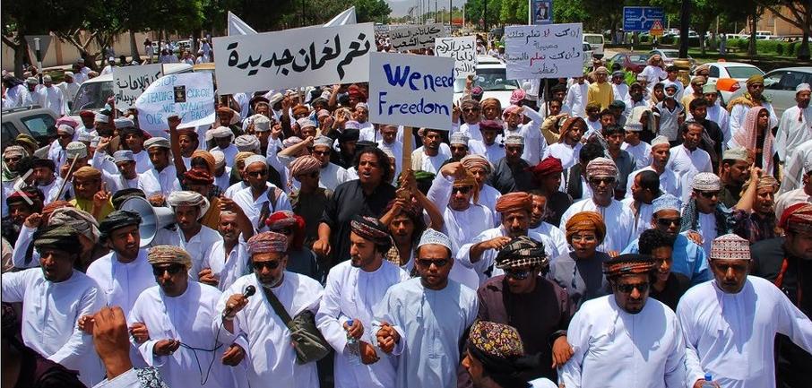 """""""العقاب الجماعي"""".. سياسة أمنية انتقامية تطال النشطاء العمانيين"""