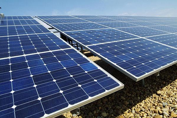 دول الخليج تخطط لاستثمار 100 مليار دولار سنوياً في الطاقة المتجددة