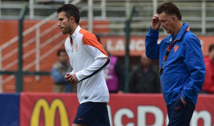 ظروف صحية  تهدد مشاركة فان بيرسي أمام الأرجنتين