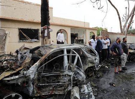 انفجار سيارتين مفخختين بمحيط سفارتي الإمارات ومصر في ليبيا