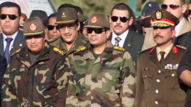 """خبير ألماني: الجيش المصري قد يستبعد السيسي ويحمله مسؤولية """"الإرهاب"""""""