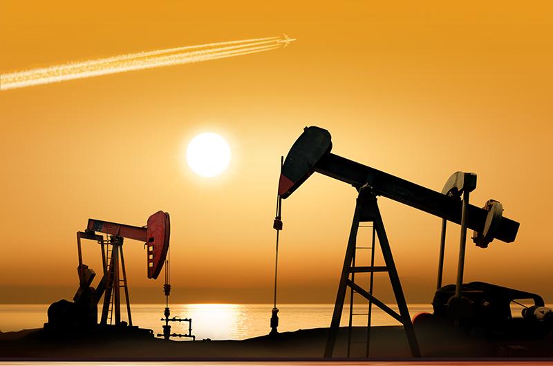 النفط ينخفض مع زيادة عدد منصات الحفر الأمريكية
