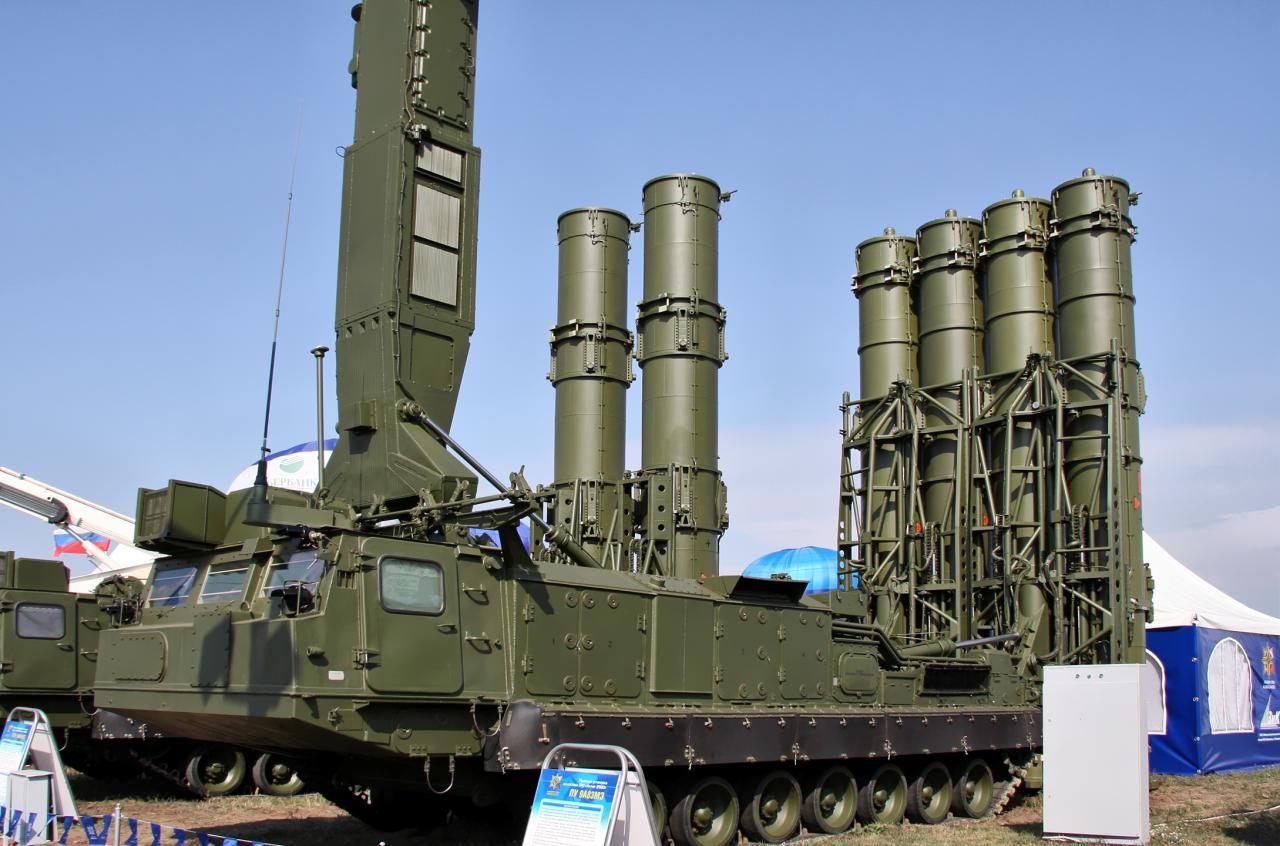 """روسيا ترفع الحظر عن توريد أنظمة صواريخ """"إس-300"""" لإيران"""