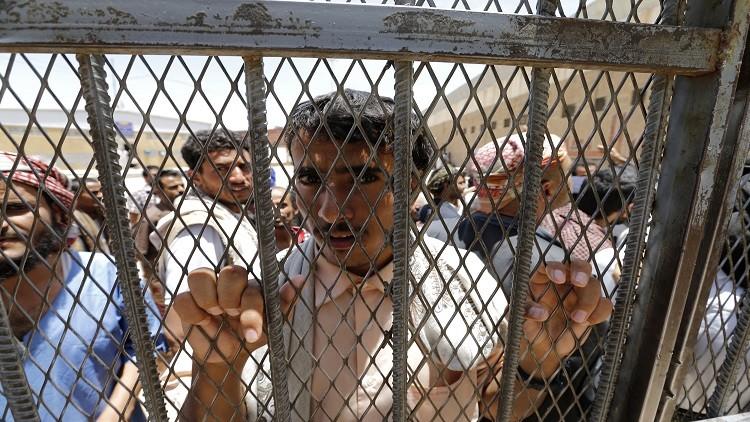 الصليب الأحمر: 11 ألف معتقل في سجون إماراتية سرية بعدن