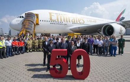 طيران الإمارات تتسلم الطائرة الـ 50 الأكبر في العالم