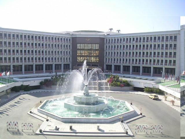 جامعة مصرية تستعين بجراحين من الإمارات وأطباؤها بالسجون