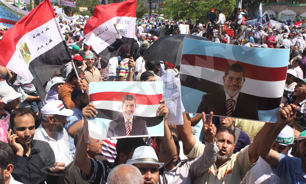 لوموند: استمرار عزل الإخوان سيفاقم الانقسام الشعبي في مصر