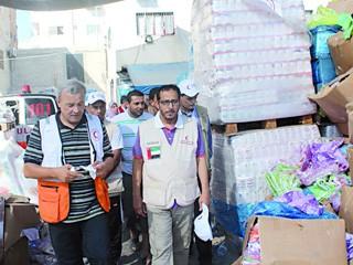 الهلال الأحمر يوزع 3 آلاف طرد إغاثي في غزة