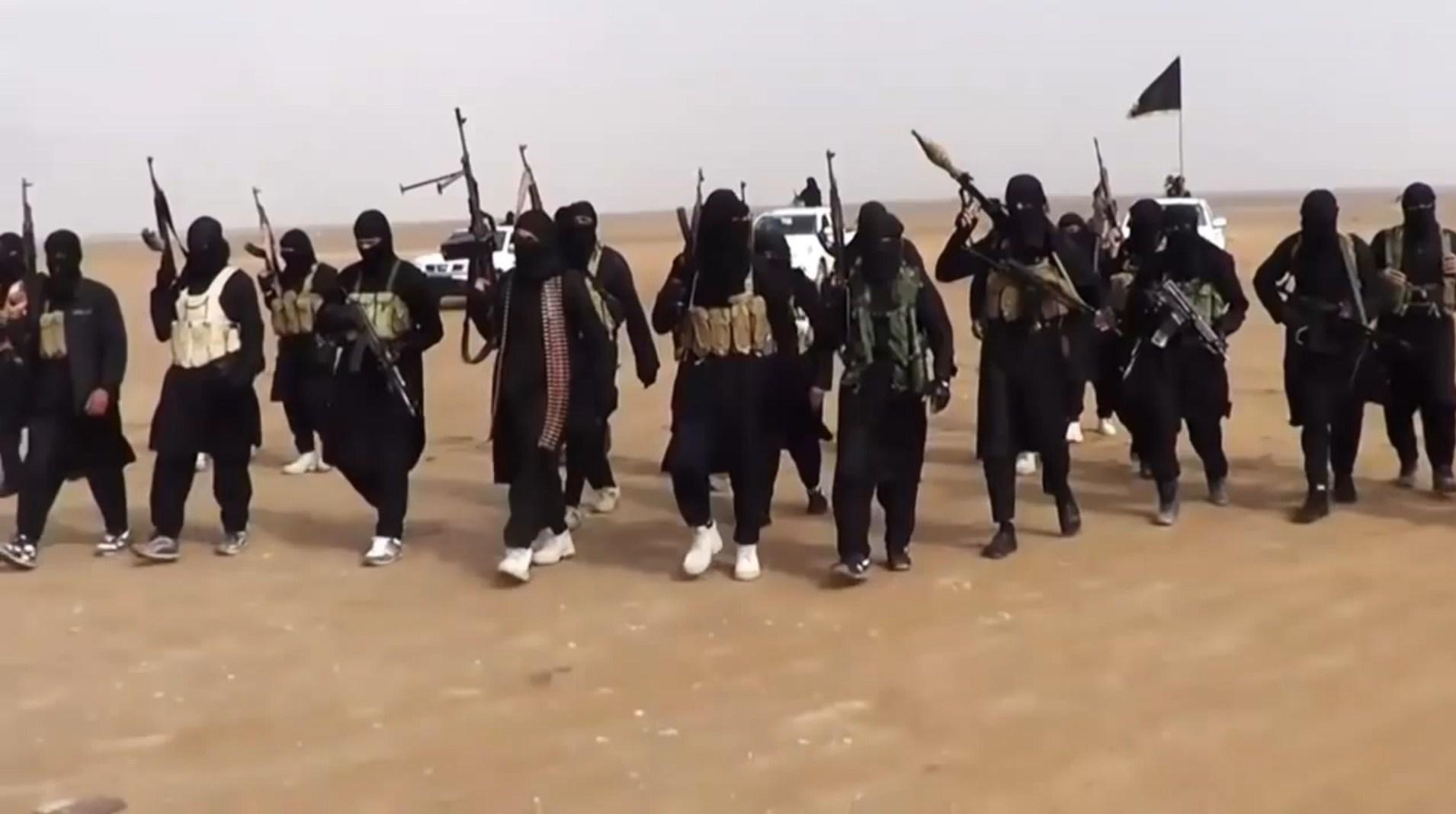 """فورين بوليسي: الملتحقون بـ""""داعش"""" أكثر من قتلى غارات التحالف"""