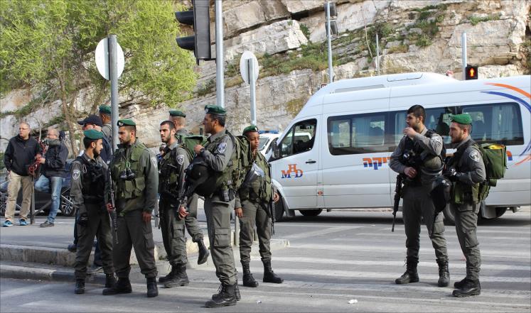 مقتل ثلاثة جنود إسرائيليين واستشهاد المهاجم قرب القدس