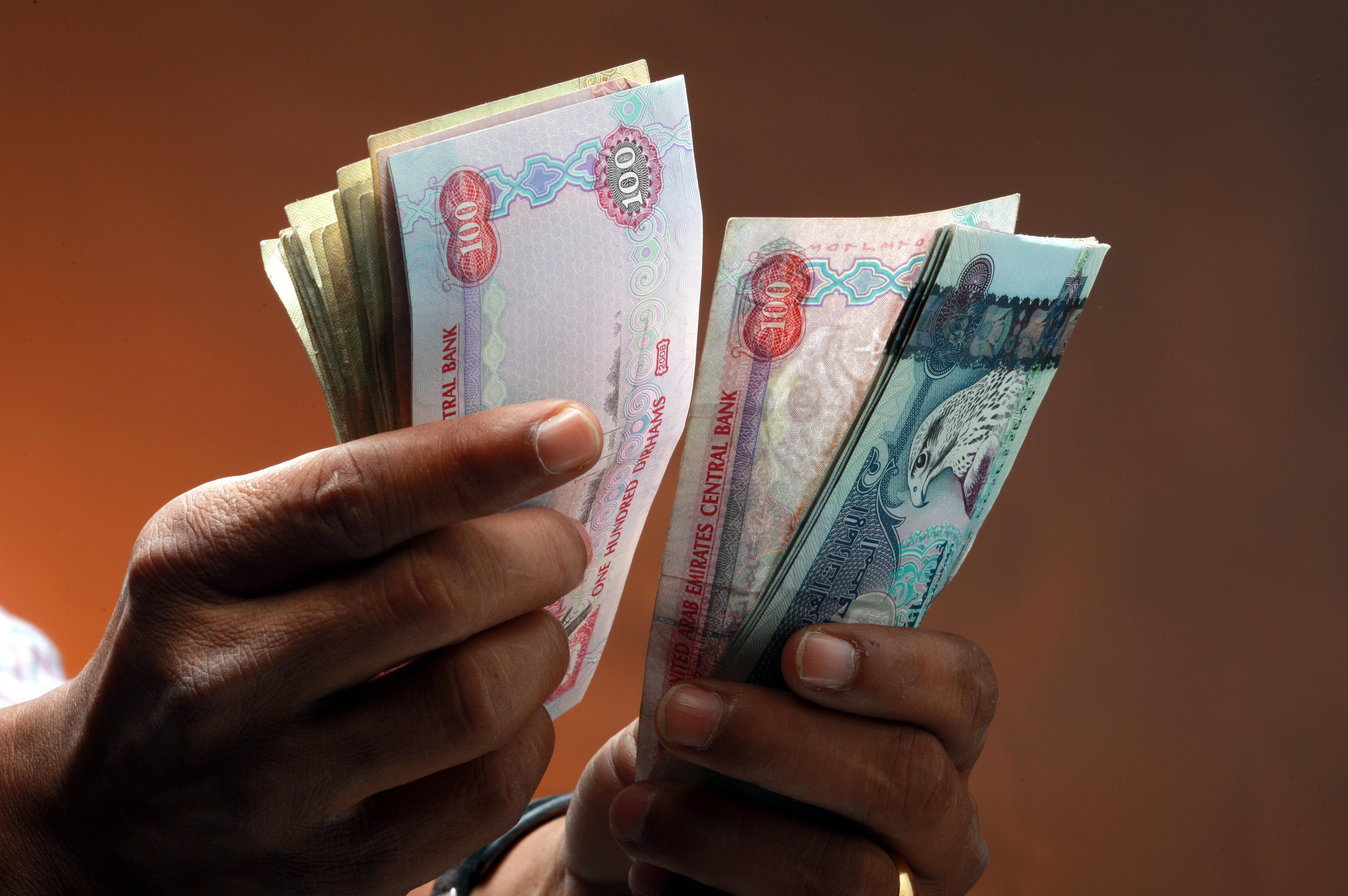 الإمارات الثالثة خليجياً في ارتفاع رواتب مدراء الشركات