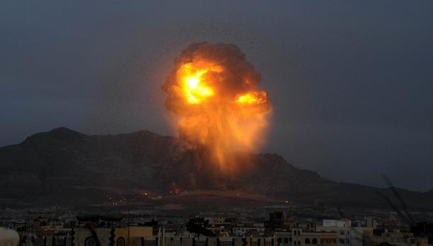 مقاتلات التحالف تشن غارات على مواقع عسكرية جنوبي صنعاء