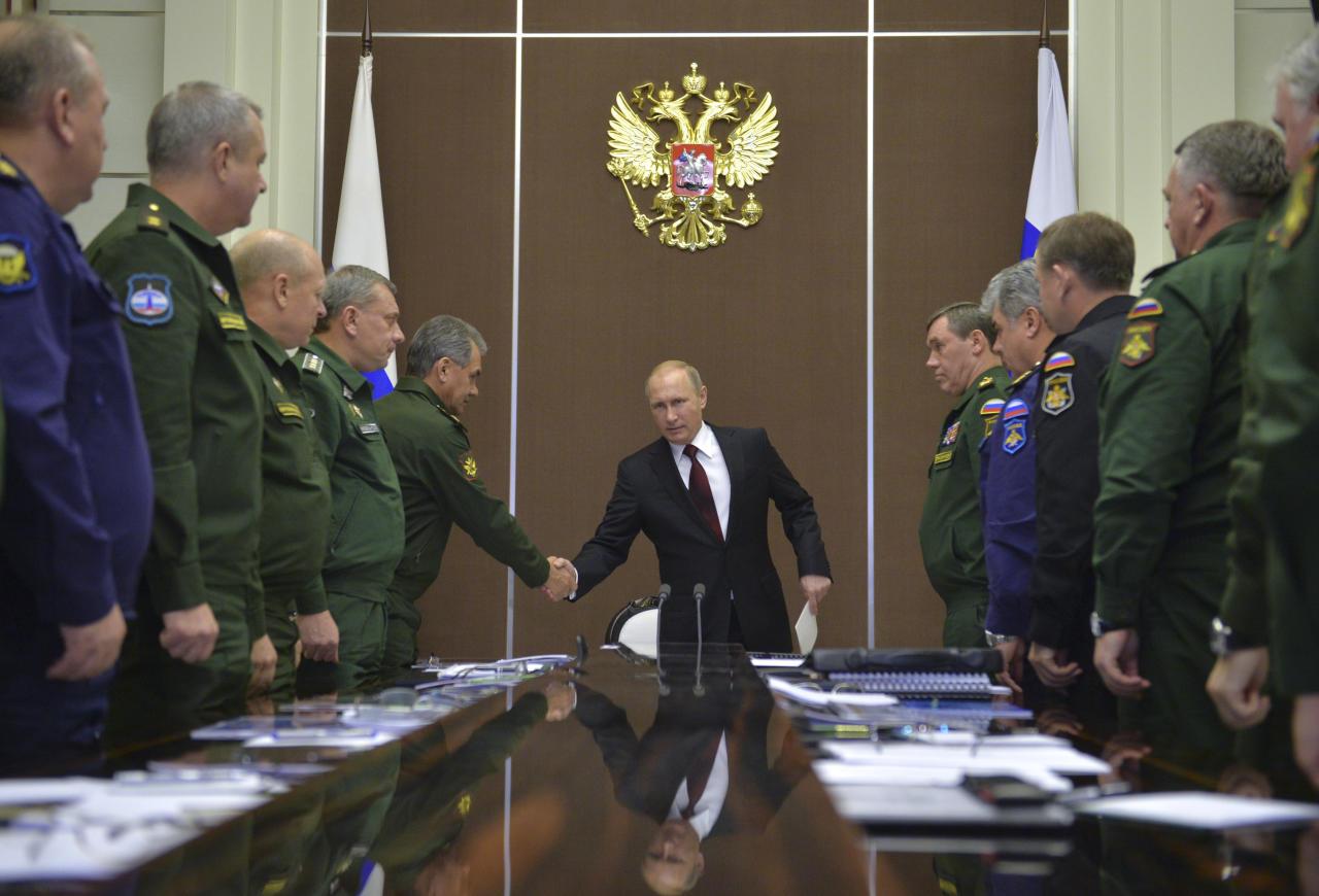 بوتين يقيل 4 عسكريين كبار بينهم قائد القوات الجوية