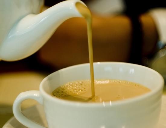 5 فوائد صحية لشرب الشاي مع الحليب.. تعرف عليها