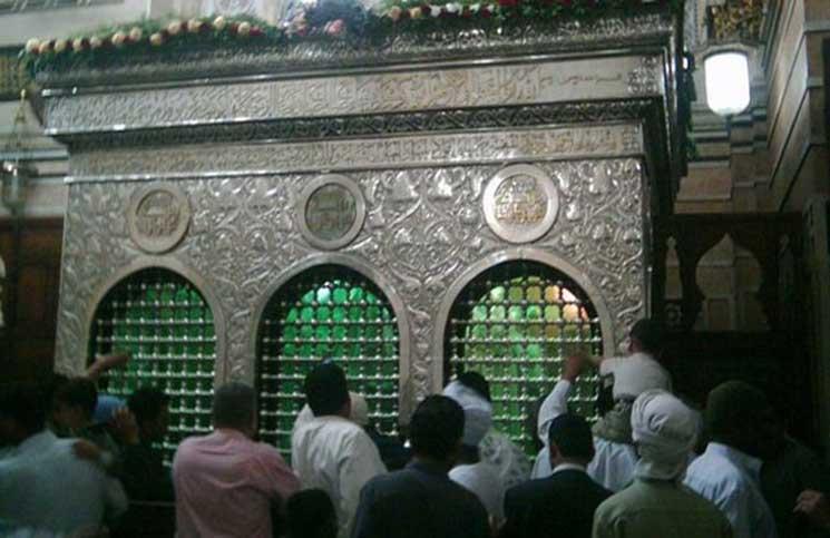 """مصر تستبق احتفالات الشيعة بـ""""عاشوراء"""" وتغلق ضريح الحسين"""