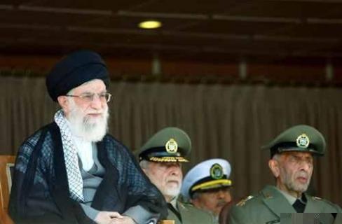 جنرال إيراني: ضباطنا يسيطرون على أكثر من دولة عربية