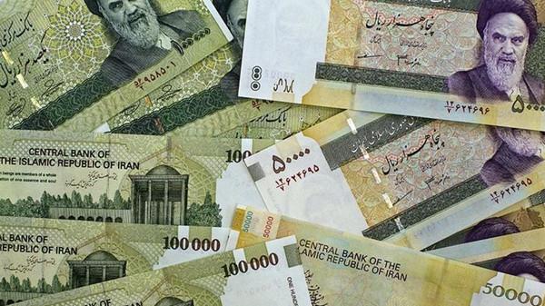 السلطات الإيرانية تعتقل الصرافين جراء انهيار العملة المحلية