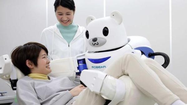 روبوت على شكل دب لمساعدة ذوي الاحتياجات الخاصة