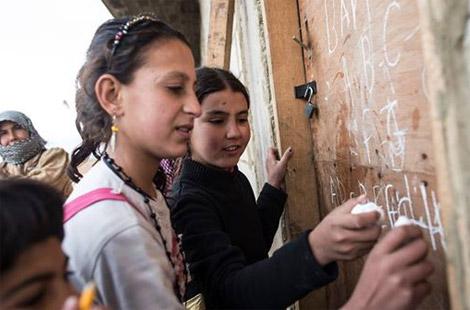القاسمي: قضية اللاجئين يجب أن تتجاوز توفير الخيام لتصبح أولوية دولية