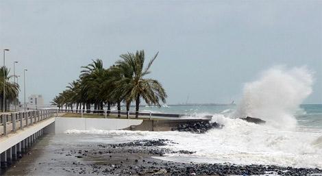"""المركز الوطني يحذر من ارتياد الشواطيء بسببب إعصار """"نيلوفر"""""""
